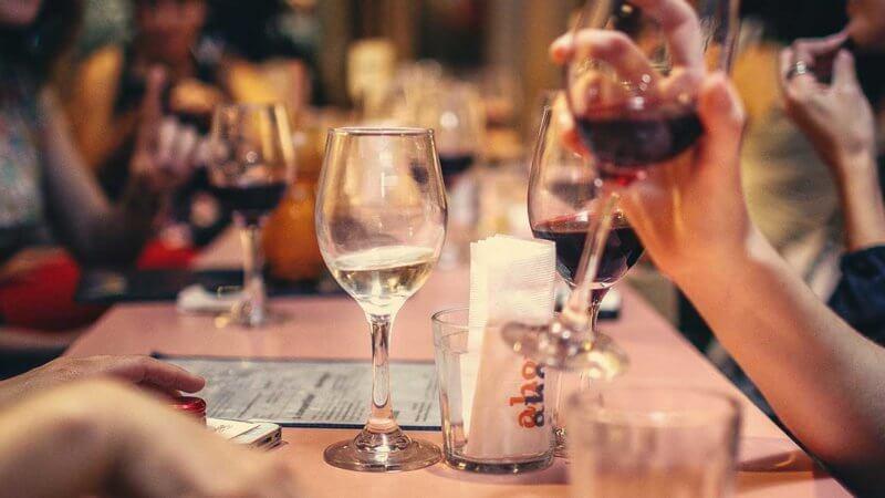 【TIPS】食事中や飲み会、打合せ中、たまにはスマホをしまってみる【HOW TO】