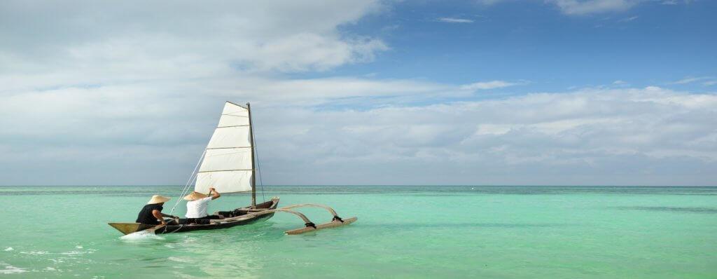 星のや竹富島「脱デジタル滞在」紹介 ~八重山ブルーの海をサバニで駆け抜ける~
